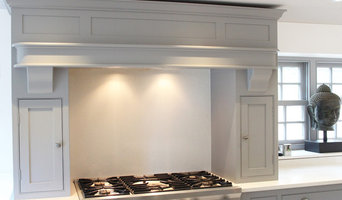 THE NARTH - Painted two-tone Shaker sytle kitchen with quartz worksurfaces