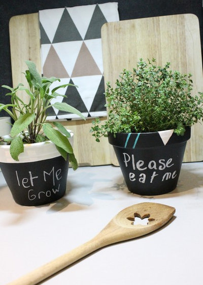 diy customisez de petits pots pour vos plantes aromatiques. Black Bedroom Furniture Sets. Home Design Ideas