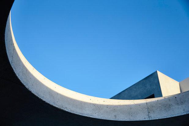 コンテンポラリー  by mckimm residential design