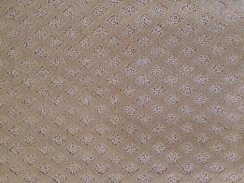 Cut and loop diamond pattern carpet