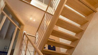 Eingestemmte Treppe mit Drahtseilsystem