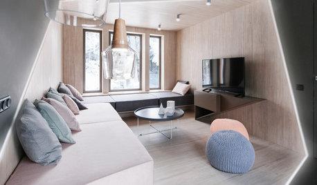 Asymmetrisches Wohnzimmer in einer russischen Datsche