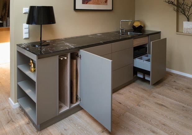 wo wird denn hier gekocht eine einbauk che macht sich unsichtbar. Black Bedroom Furniture Sets. Home Design Ideas
