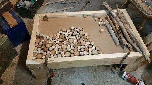 table basse fait maison de palettes et bois flotté
