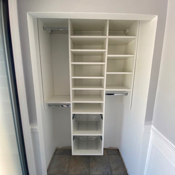 L100 White Entry Closet with Pull out Baskets