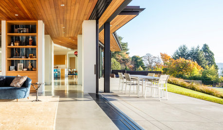 Houzz Tour: Boomerang-Shaped House With Spectacular Views