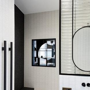 Immagine di una stanza da bagno moderna