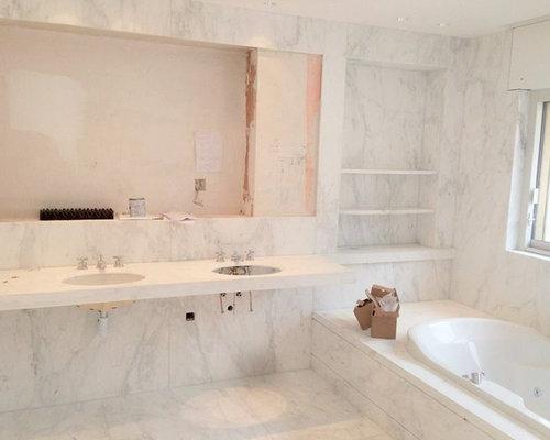 Salle de bain en marbre rose