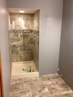 what color paint for small bathroom?