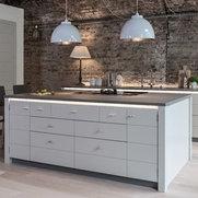 Foto di Castle Cabinets