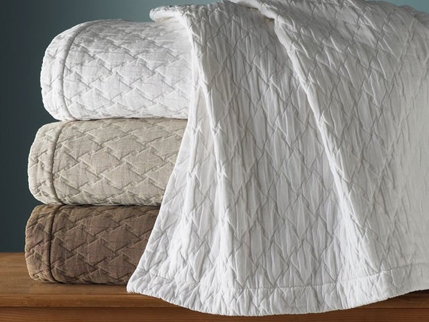 Know The Difference Between Bedspreads Duvets Quilts
