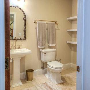 Foto di un bagno di servizio chic di medie dimensioni con WC a due pezzi, pareti beige, parquet scuro, lavabo a colonna e pavimento beige