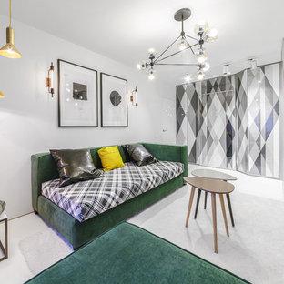 На фото: изолированные гостиные комнаты в современном стиле с белым полом и белыми стенами