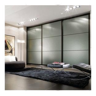 Inspiration for a large modern home design remodel in Brisbane
