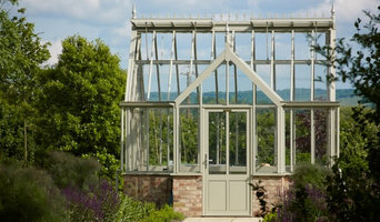 Free standing glasshouses and greenhouses