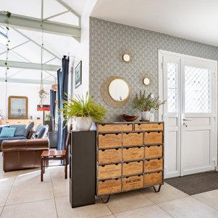 На фото: фойе среднего размера с белыми стенами, полом из керамической плитки, двустворчатой входной дверью, бежевым полом, балками на потолке и обоями на стенах