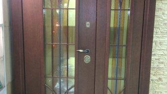 Стальные двери с витражами.