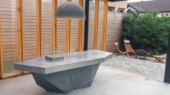 Стол из бетона на террасе