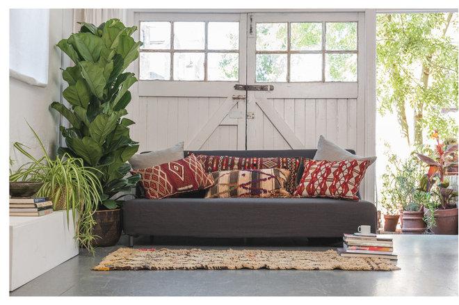 Contemporary Living Room by Maud interiors