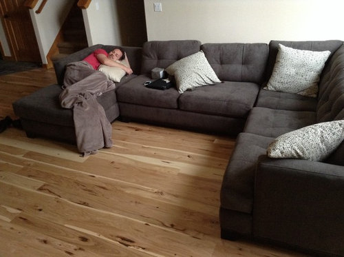 What Color Rug To Go With My Gray Couch, What Colour Sofa Goes With Grey Laminate Flooring
