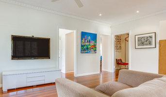 Locator minirail hanging large art works in living area