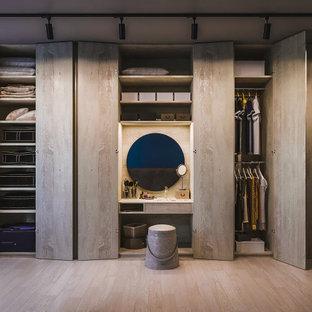 トロントの北欧スタイルのおしゃれな収納・クローゼットの写真