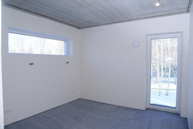 Родительская спальня, окно над изголовьем кровати