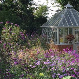 Idéer för att renovera en stor lantlig fristående garage och förråd, med växthus