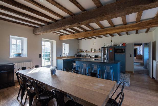 Farmhouse  by LES CHANTIERS COTTIN
