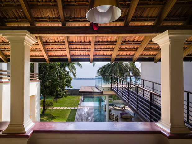 Tropical  by RAYA SHANKHWALKER ARCHITECTS