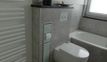WC-Vorwandinstallation mit integriertem Toilettenpapier- und bürstenhalter