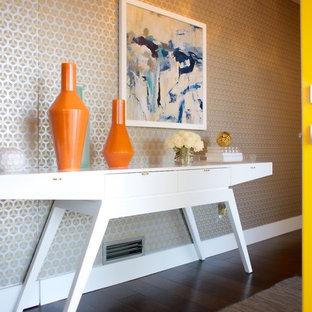 На фото: узкая прихожая среднего размера в стиле ретро с серебряными стенами, темным паркетным полом, поворотной входной дверью и желтой входной дверью с