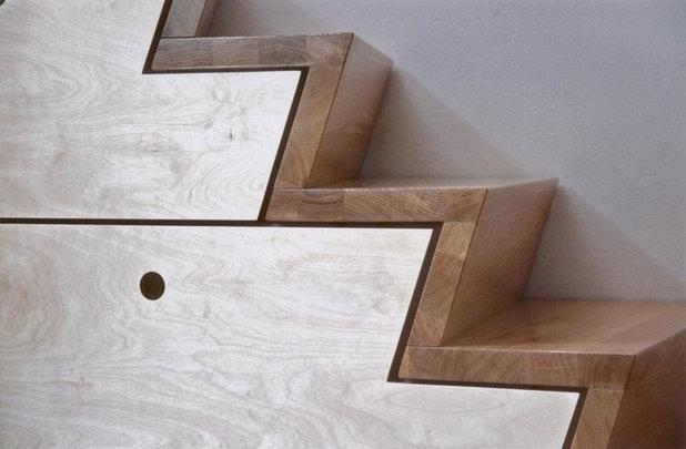 zackiger treppenschrank treppe schrank skulptur in einem. Black Bedroom Furniture Sets. Home Design Ideas