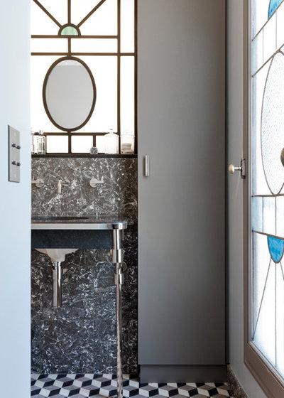 Classique Chic  by NOOOR architecte d'interieur