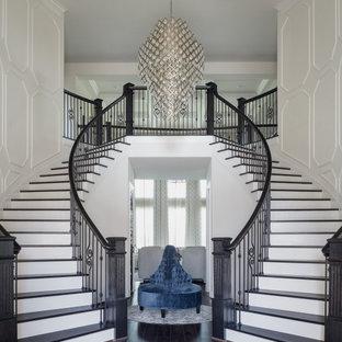 Идея дизайна: лестница среднего размера в классическом стиле с панелями на стенах