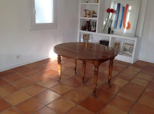 Ma Table Ronde En Noyer Louis Philippe Et Mettre Des Chaises Ou Fauteuils De Modernes Mais Lesquelles Pouvez Vous Maider