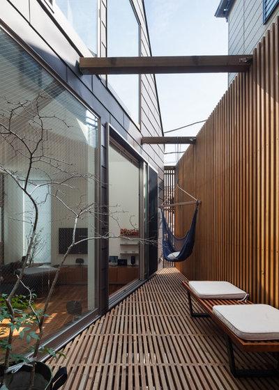 Trendy Terrasse by ギルド・デザイン一級建築士事務所