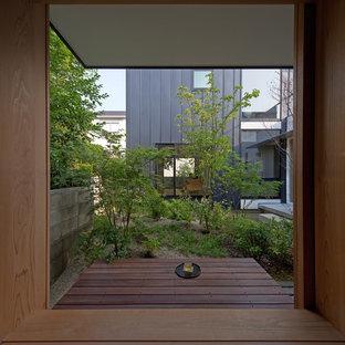 福岡のアジアンスタイルのおしゃれな中庭のデッキ (張り出し屋根) の写真