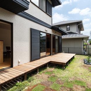 神戸の中サイズの北欧スタイルのおしゃれな横庭のデッキ (日よけなし) の写真