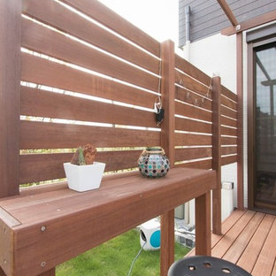 Scandinavian side terrace and balcony in Other with an outdoor kitchen and a pergola.