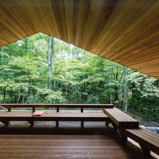 他の地域のアジアンスタイルのおしゃれな裏庭のデッキ (張り出し屋根) の写真