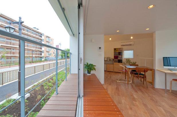 Moderno Terraza y balcón by 一級建築士事務所 水石浩太建築設計室