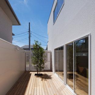 大阪の北欧スタイルのおしゃれなウッドデッキ (日よけなし) の写真