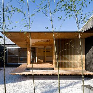 複数の中庭に囲まれた平屋の家