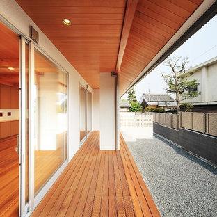 大阪のアジアンスタイルのおしゃれな横庭のデッキ (張り出し屋根) の写真