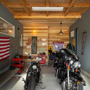 他の地域, のビルトインインダストリアルスタイルのガレージの写真