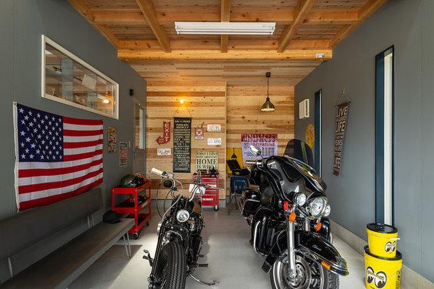 Industriale Garage by 有限会社 八重製材所