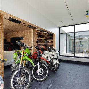 他の地域のモダンスタイルのガレージの画像 (2台用)