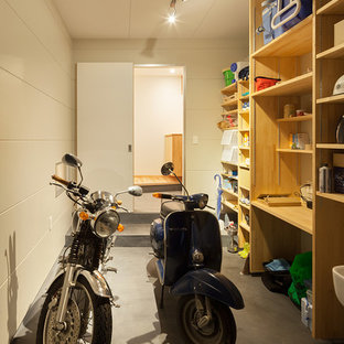 Inspiration for a small scandinavian attached garage in Fukuoka.