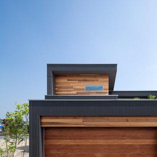 Exempel på en modern tillbyggd tvåbils garage och förråd
